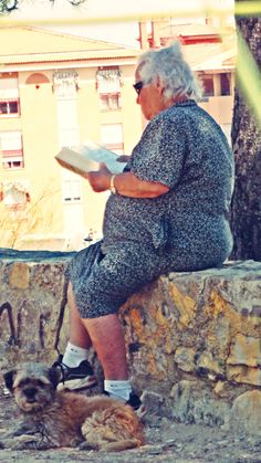 Women Reading - teac