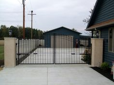 Add security and curb appeal to your property with a privacy driveway gate. Shop a variety of modern aluminum and iron designs. Front Yard Patio, Fenced In Yard, Aluminum Fence Gate, Wrought Iron Driveway Gates, Privacy Fence Designs, Modern Garden Design, Backyard Fences, Entrance Gates, Metal Models