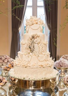 Wedding Cakes - a must have moving pin example number 2231447703 Amazing Wedding Cakes, Fall Wedding Cakes, Wedding Cake Decorations, Wedding Cake Designs, Wedding Cake Toppers, Wedding Favors, Pretty Cakes, Beautiful Cakes, Wedding Entrees