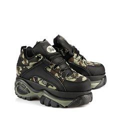 Lässiger, halbhoher Sneaker im angesagten Camouflage-Look mit einer ca. 6 cm Plateausohle und einer gepolsterten Innensohle.