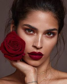 Stunning makeup with dark red lip - Makeup Looks Orange Beauty Make-up, Beauty Shoot, Beauty Photoshoot Ideas, Makeup Photoshoot, Beauty Style, Red Lip Makeup, Hair Makeup, Tan Skin Makeup, Makeup Inspo