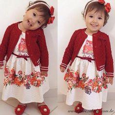 Esse vestido de Matelasse com o cardigan vermelho é um luxo. Ficou ainda mais lindo em nossa princesa Manu @sariteruiz ❤!