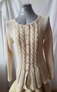 Romantický svetrík z prírodnej nefarbenej bavlny