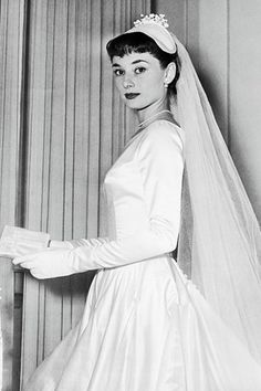 When her 1953 wedding to James Hanson was called off, Audrey Hepburn decided to donate her bespoke wedding dress. What happened to Audrey Hepburn's first wedding dress makes for fashion folklore at its finest Boda Audrey Hepburn, Audrey Hepburn Photos, Audrey Hepburn Wedding Dress, Celebrity Wedding Photos, Celebrity Weddings, Pelo Vintage, Actrices Hollywood, Marlene Dietrich, Brigitte Bardot