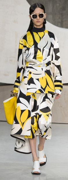 Jos loves a large scale graphic print! Marni - Spring 2016 #floralstylized #surfacedesign