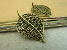 Antique bronze leaf / leaves pendant tray Jewelry findings 20pcs 23x38mm BC4635