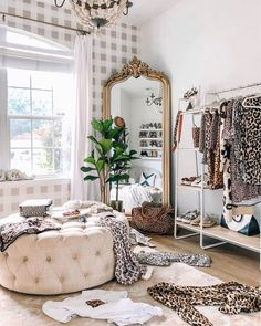 5 Affordable Dupes for the Anthropologie Mirror - Red Soles and Red Wine Room Ideas Bedroom, Home Decor Bedroom, Mirror In Bedroom, Decor Room, Wall Of Mirrors, Gold Mirrors, Vintage Bedroom Decor, Gold Home Decor, Vintage Mirrors