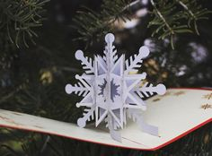 Snowflake Pop-Up Card. #unfoldamemory #thecardisthegift #cards2life