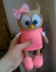 Сова амигуруми крючком Cute Crochet, Crochet Crafts, Crochet Dolls, Crochet Projects, Crochet Baby, Owl Crafts, Baby Crafts, Amigurumi Toys, Amigurumi Patterns