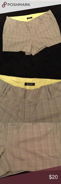 ⭐️⭐️ Pretty Plaid Shorts ⭐️⭐️💫 Gray plaid shorts with yellow inside cuffed bottom front pockets usable 2 back illusion pockets zip 🤐 in the front Shorts