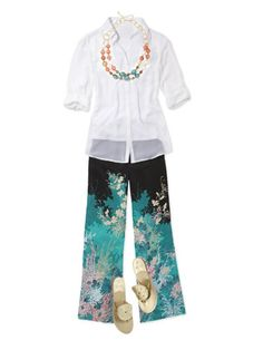 A white shirt and chrysanthemum-scattered palazzo pants have elegant ease.