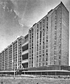 El edificio tipo A del Multifamiliar Juárez,  Roma Sur, México D.F., 1952 Arqs. Mario Pani y Salvador Ortega Building Type A of the Multifamilar Juarez, Mexico City, 1952