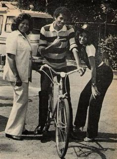 Sheila Delva uploaded this image to 'Michael Jackson Pictures Part See the album on Photobucket. Paris Jackson, Mike Jackson, Jackson Family, Lisa Marie Presley, Elvis Presley, Familia Jackson, Michael Jackson Fotos, King Of Music, The Jacksons