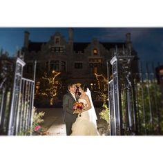 If possible I always end the night with a sunset or nighttime photo! They make such a great addition to an album. The mansion on fifth of course makes the best of backgrounds!  #wedding #bride #pittsburgh #pittsburghwedding #pittsburghweddingphotographer #destinationphotographer #pghwedding #weddingday #burghbride #krystalhealyphotography #mansiononfifth #oaklandpawedding #mansionsonfifth