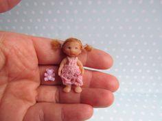 Miniatur OOAK Baby 4 cm Puppenstube 1:12  Puppe Handgemacht Unikat von YuliyasOOAKdolls auf Etsy