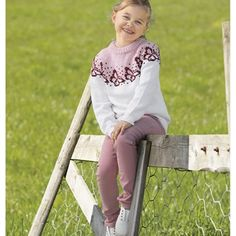 Katalog 2019 - Viking of Norway Loom Knitting Patterns, Knitting Stitches, Stitch Patterns, Knitting Tutorials, Fair Isle Knitting, Knitting Socks, Free Knitting, Alpacas, Garter Stitch