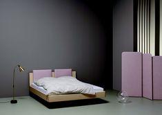 Lit Ais de chez Riposa créé par le designer Jörg Boner,  Venez découvrir le lit Ais en Frêne massif 2 coloris à choix, de fabrication Suisse.