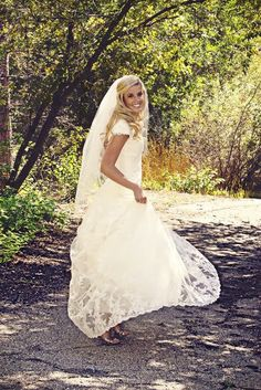 Fingertip Length one layer tulle veil by Ellielanedesigns on Etsy, $19.99