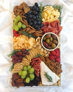 Cheese board heaven from Ainttoproudtomeg Charcuterie And Cheese Board, Charcuterie Platter, Cheese Boards, Yummy Appetizers, Appetizers For Party, Appetizer Recipes, Meat And Cheese Tray, Cheese Platters, Cheese Fruit