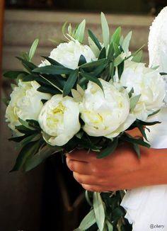 Ramo de novia de olivo y peonías - Asesoramiento de Objetivo A Decó