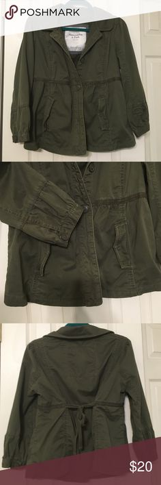 Abercrombie Army Green Jacket with Cropped Sleeve This green canvas jacket is on trend for fall, with adjustable tie back can customize the fit for you. Abercrombie & Fitch Jackets & Coats Utility Jackets