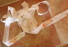 Un tuto pour fabriquer son biais sans perte de tissu... Semble compliqué, mais à essayer!
