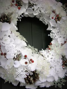 Lighted Paper Snowflake Wreath {Handmade Holidays}