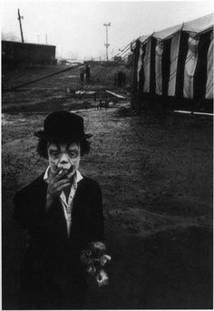 """I have a postcard of this image that reads: """"Jimmy Armstrong The Clown, Clyde Beatty Circus, This photograph is by Bruce Davidson. However, on the Metropolitan Museum of Art website Davidson's photograph is labeled, """"Clown and Circus Tent. Vintage Bizarre, Creepy Vintage, Cirque Vintage, Vintage Circus, Diane Arbus, Creepy Old Pictures, Creepy Images, Pictures Images, Bing Images"""