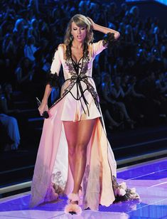 Taylor Swift preforming at the 2014 Victoria's Secret Fashion Show in London