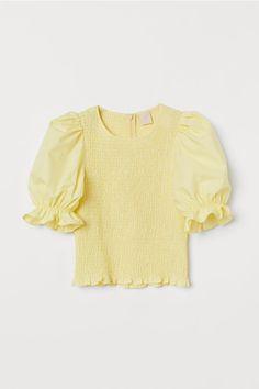 Top with Smocking - Light yellow - Ladies H M Outfits, Spring Outfits, H&m Fashion, Fashion Outfits, Fashion Trends, Paris Fashion, Fashion Weeks, Winter Fashion, Fashion Tips