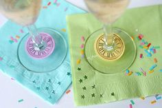 New Year's Eve party ideas, inspiration and more! Find resources (free New Year's Eve Party printables! Diy New Years Eve Decorations, Clock Printable, Free Printable, New Year Clock, Clock Craft, Wine Glass Markers, New Year's Crafts, Paper Crafts, U Bahn