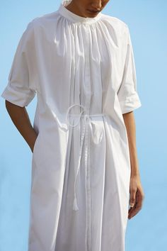 A shirt dress with a feminine finish. Willful gathers at the neck. Drawstring belt at waist for preferred fit. A box pleat on the sleeve hem makes the dress perfect for work too. In-seam pockets. Japan Fashion, Linen Dresses, Simple Dresses, Spring Summer Fashion, Lounge Wear, Fashion Dresses, Women Wear, Fashion Looks, Street Style