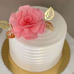 No photo description available. Birthday Cake Roses, Beautiful Birthday Cakes, 40th Birthday Cakes, Beautiful Cakes, Amazing Cakes, Cake Decorating Icing, Birthday Cake Decorating, Cake Decorating Techniques, Cute Cakes