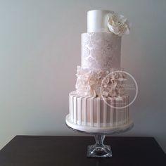pearl-damask-rose-wedding-cake+copy.jpg (1000×1000)