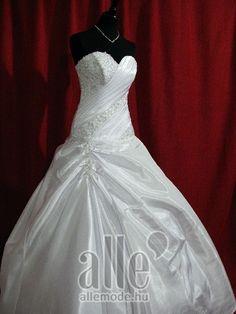 Esküvői ruha O-413 ★★★ AlleMode esküvői ruhaszalon Budapest Teréz körút 12.