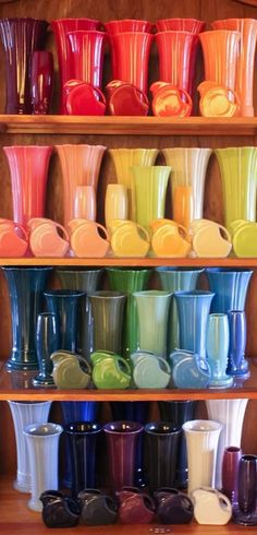 :D❤️Fiesta Medium & Small Vases. but a lot of them. Kitchen Items, Kitchen Gadgets, Kitchen Tools, Kitchen Stuff, Vintage Dishes, Vintage Kitchen, Fiesta Kitchen, Small Vases, Vintage Pottery