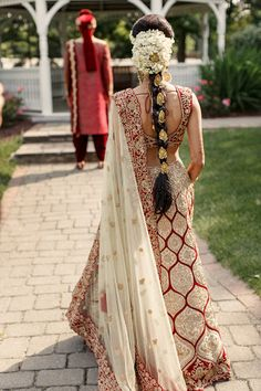 A Custom Made Indian Ethnic Wear which is the finest Indian boutique in USA. For Bridal Lehenga, Bridesmaid outfits, Groom Sherwani and Indian wedding dresses for family, click now. South Indian Wedding Hairstyles, Bridal Hairstyle Indian Wedding, Bridal Hairdo, Indian Bridal Outfits, Bridal Photoshoot, Reception Gown, Bridal Lehenga Choli, Gold Lehenga, Saree Gown