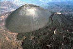"""Volcán """"Paricutín"""" Es el volcán más joven del mundo Esta ubicado dentro de estado de Michoacán, México"""