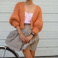 beautiful knitting — loopymango: 3 Day SALE: off Super Cropped. Diy Tricot Crochet, Mode Crochet, Knitwear Fashion, Crochet Fashion, Crochet Clothes, Diy Clothes, Summer Knitting, Cardigan Pattern, Cropped Cardigan