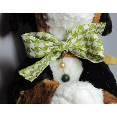 Leather collar for pets with freshwater pearl, African jade and black and white pied de poule ribbon http://www.giuliasorvillodiserino.com/en/