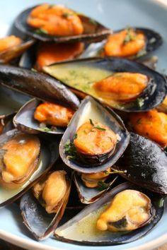 Mussels in white wine, garlic, butter sauce