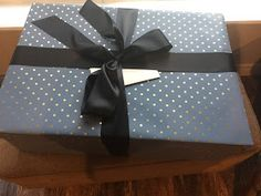 Extra Large Gift Box with Lid How to make your own extra large gift box with lid for that really big present that you want to WOW your . Gift Boxes With Lids, Large Gift Boxes, Box With Lid, Make Your Own, Make It Yourself, How To Make, Gift Wrapping, Gifts, Gift Wrapping Paper