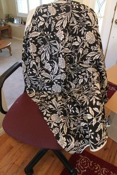 This is the easiest thing to do! Get an ugly office chair that needs some s… This is the easiest thing to do! Get an ugly office chair that needs some serious help. Find a fabric you love to cover the ug… Desk Chair Covers, Diy Seat Covers, Seat Covers For Chairs, Sofa Covers, Office Chair Makeover, Mesh Office Chair, Recover Office Chairs, Desk Chairs, Bar Chairs