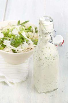 Yogurt dressing with garden herbs - - Fruit Recipes, Healthy Recipes, Sauces, Sandwiches, Pesto Sauce, Herb Butter, Salad Dressing Recipes, Salad Bar, Light Recipes