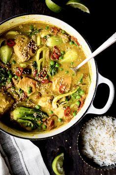 Cari de saumon et bok choys - K pour Katrine Fish Recipes, Vegetable Recipes, Seafood Recipes, Indian Food Recipes, Asian Recipes, Great Recipes, Healthy Recipes, Ethnic Recipes, A Food