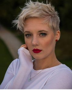 Today we have the most stylish 86 Cute Short Pixie Haircuts. We claim that you have never seen such elegant and eye-catching short hairstyles before. Pixie haircut, of course, offers a lot of options for the hair of the ladies'… Continue Reading → Cool Short Hairstyles, Cute Short Haircuts, Hairstyles Haircuts, Thick Haircuts, Hairstyles Pictures, Messy Pixie Haircut, Haircut Short, Blonde Pixie Haircut, White Blonde Hair