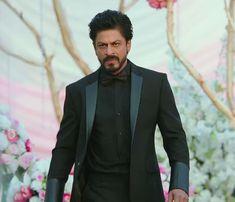 Shah Rukh Khan Movies, Shahrukh Khan, Dilwale 2015, Indian Men Fashion, Heart Beat, Celebs, Celebrities, My King, Wedding Suits
