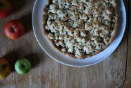 simple recipe for apple crumble cake || vegan Apple Crumble Recipe, Berlin, Oatmeal, Easy Meals, Kawaii, Vegan, Simple, Breakfast, Kitchen
