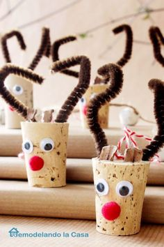 Wine corks make the best reindeers for Christmas ornaments. Get the tutorial at Remodel and Dolacasa.