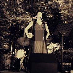 L'Eva durant el concert als Jardins de Santa Clotilde. Foto: Sílvia Bartolomé.